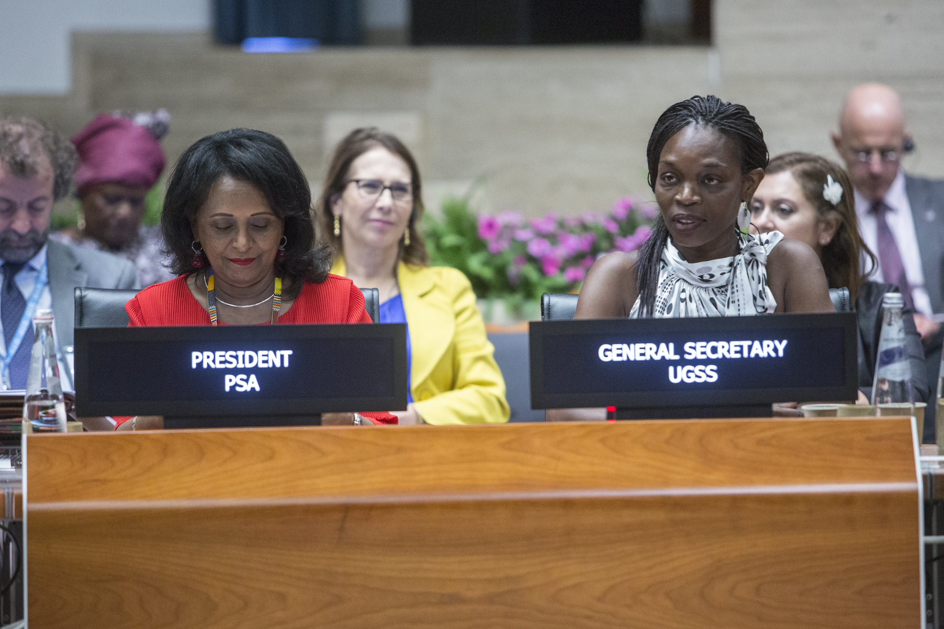 Left to right: The President of the WFP Professional Staff Association (PSA), Ms Ariam Abraha, and the General Secretary of the Union of General Service Staff of FAO and WFP (UGSS), Ms Susan Murray, addressing the Board. Photo: WFP/Giulio Napolitano