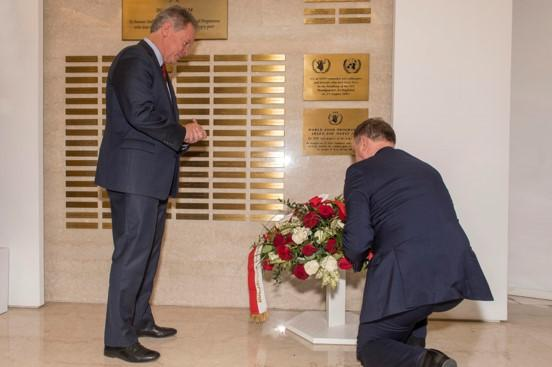H.E. Andrzej Duda, President of the Republic of Poland, lays a floral wreath at the Memorial Wall. Photo Credit: WFP/Rein Skullerud