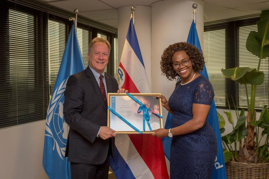 The Executive Director presents Her Excellency Epsy Campbell Barr, Vice-President of the Republic of Costa Rica, with a Certificate of Appreciation for her commitment to fighting hunger. PGB includes as part of its regular practice a certificate of appreciation for high-level visitors in addition to issuing them to departing accredited Permanent Representatives. Photo Credit: WFP/Giulio dAdamo