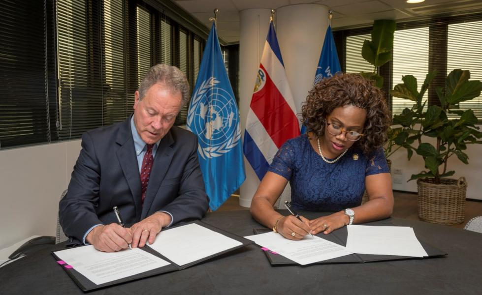 The Vice-President of the Republic of Costa Rica and the Executive Director both sign a Letter of Intention (LOI) for WFP and the Republic of Costa Rica to work closer together. PGB provided support to the Costa Rica Embassy and the Regional Bureau in Panama in the development of the LOI. Photo Credit: WFP/Giulio dAdamo
